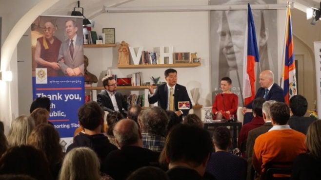 """司政洛桑森格在布拉格哈维尔图书馆举办的""""感恩捷克共和国""""活动上致辞"""